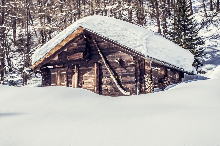 hutte-im-winter