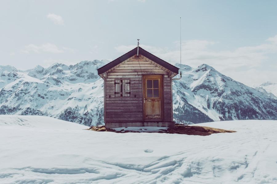 hutte-im-schnee