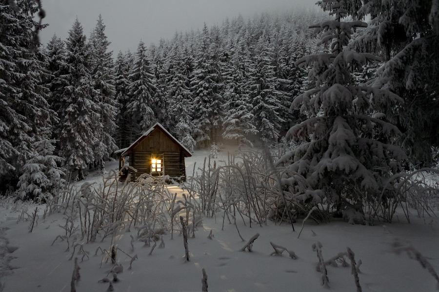verschneite-hutte-1