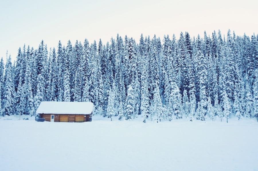 verschneite-hutte-2